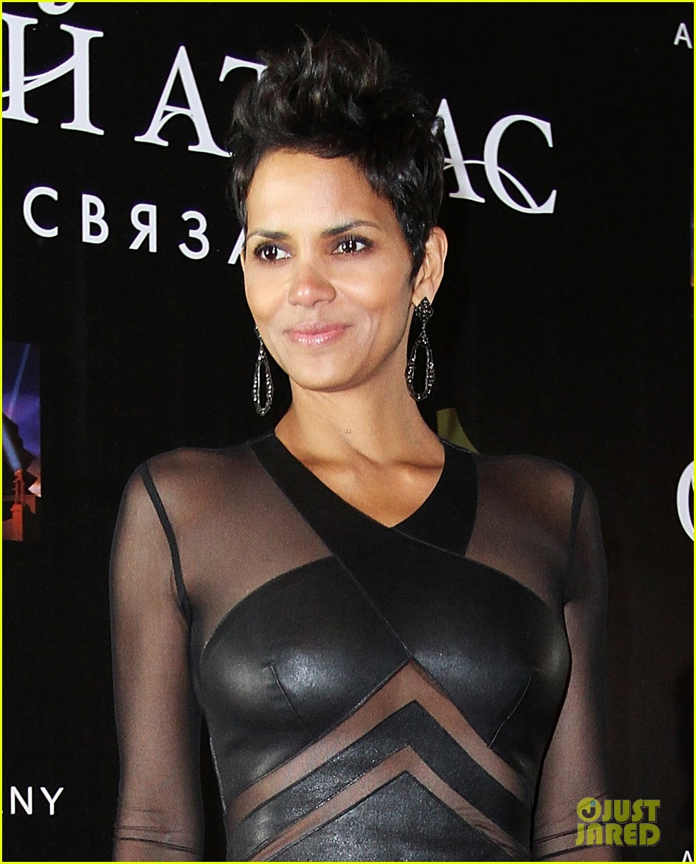 halle berry cloud atlas moscow premiere photo call 022749784