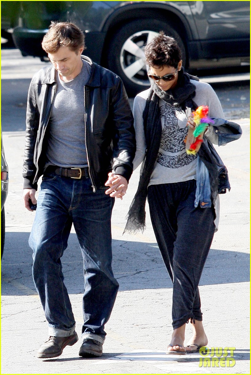halle berry olivier martinez early thanksgiving party nahla aubry 012762271