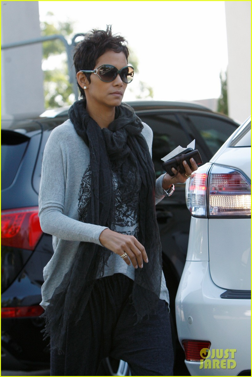 halle berry olivier martinez early thanksgiving party nahla aubry 022762272