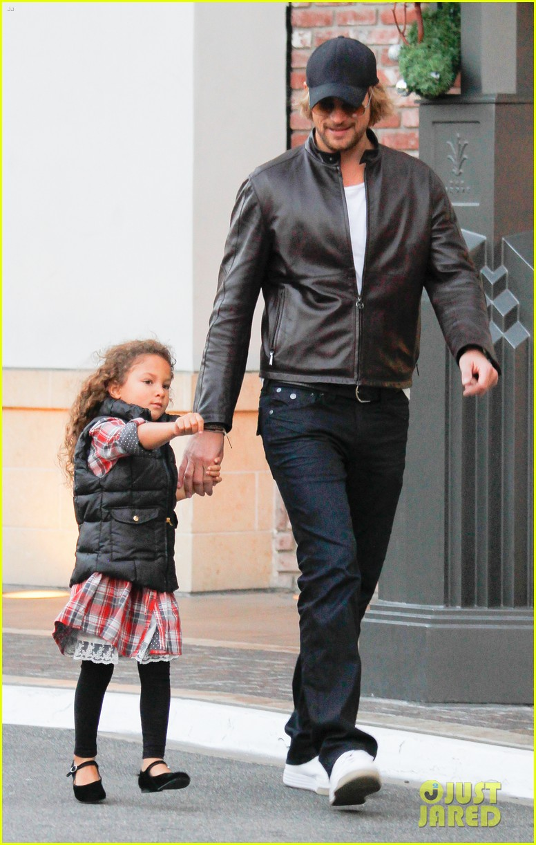 halle berry olivier martinez early thanksgiving party nahla aubry 05