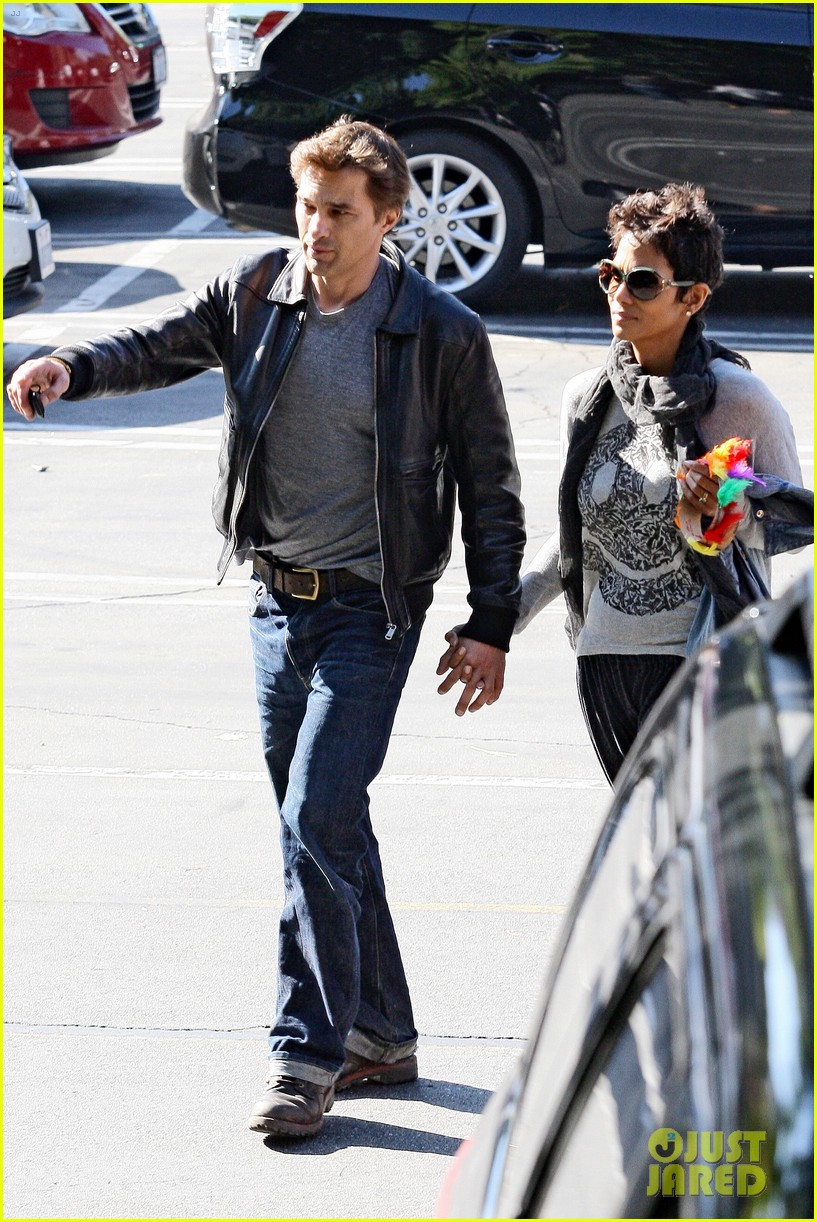 halle berry olivier martinez early thanksgiving party nahla aubry 162762286