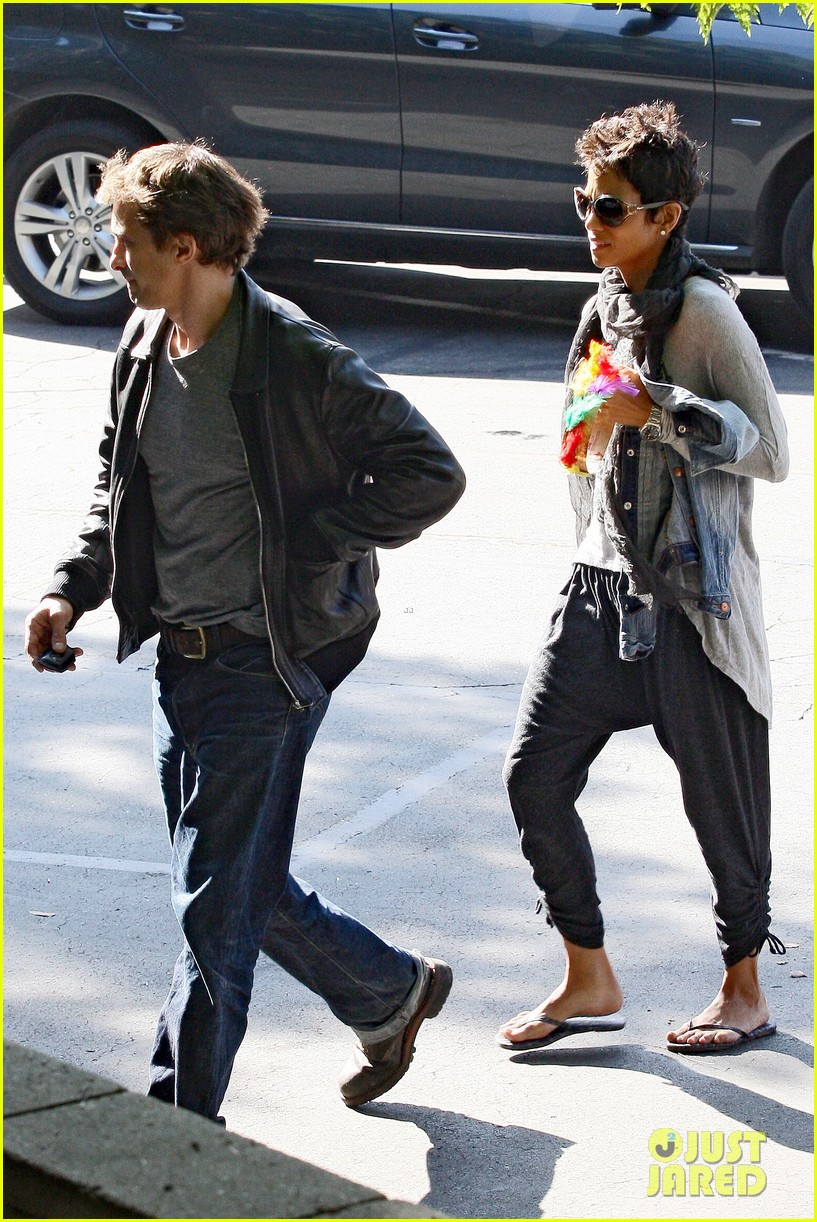 halle berry olivier martinez early thanksgiving party nahla aubry 192762289