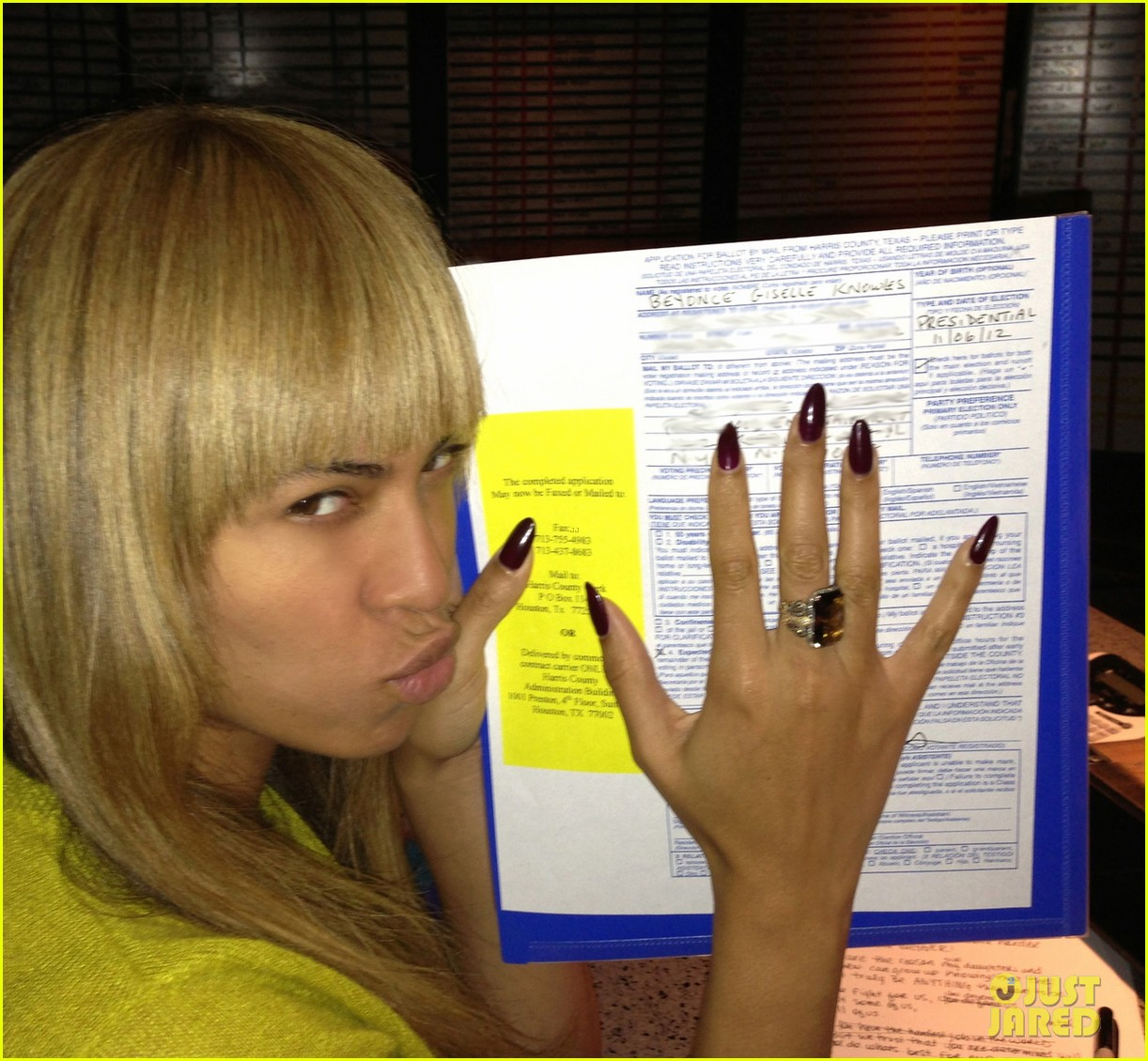 beyonce votes writes letter to obama on election day 03