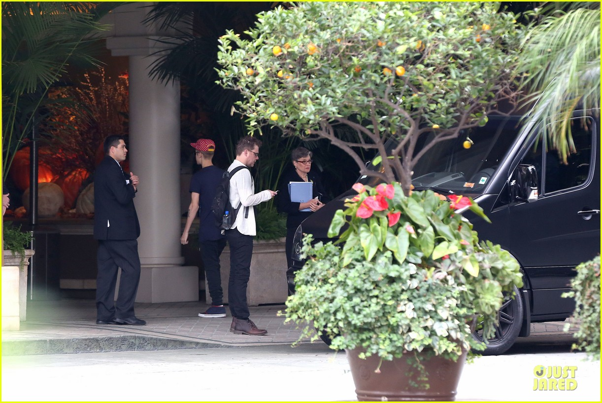 justin bieber selena gomez reunite at four seasons 112759159