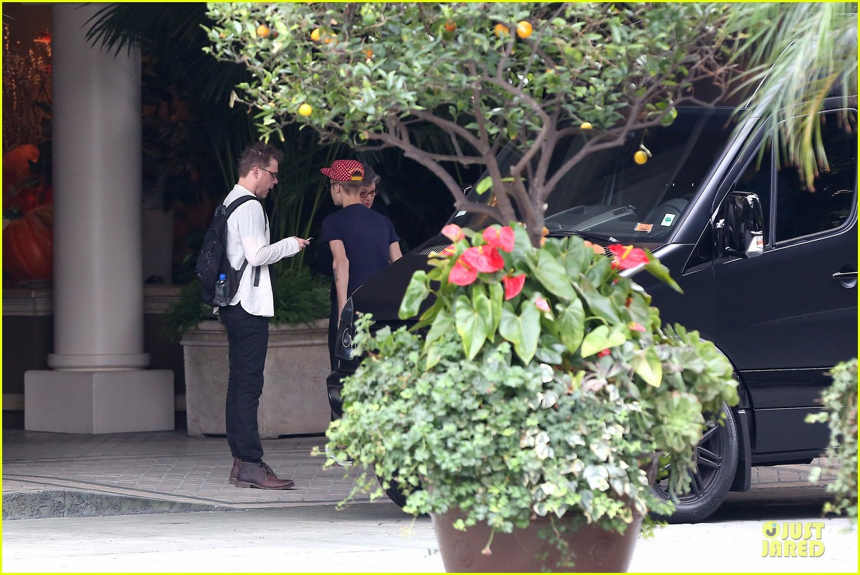 justin bieber selena gomez reunite at four seasons 152759163