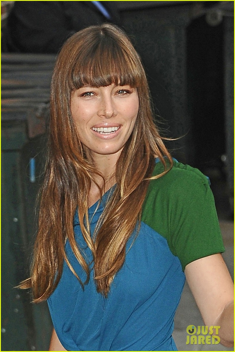 jessica biel promotes hitchock on letterman 07