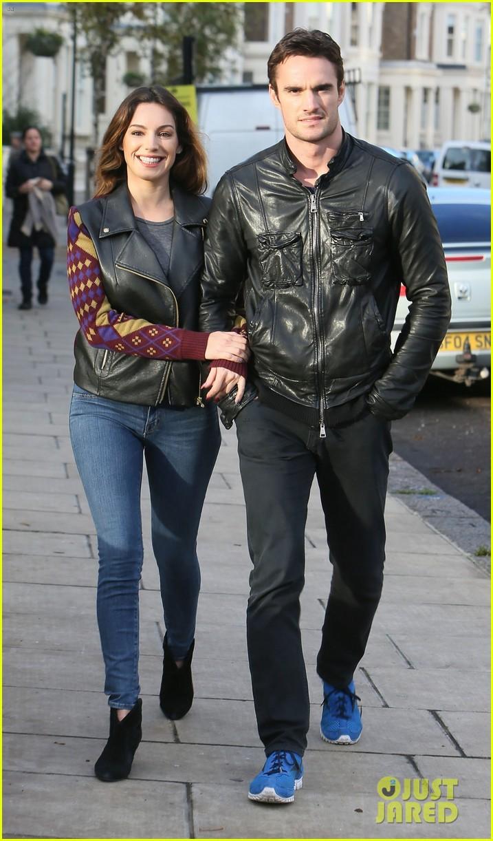 kelly brook birthday stroll with boyfriend 092762990