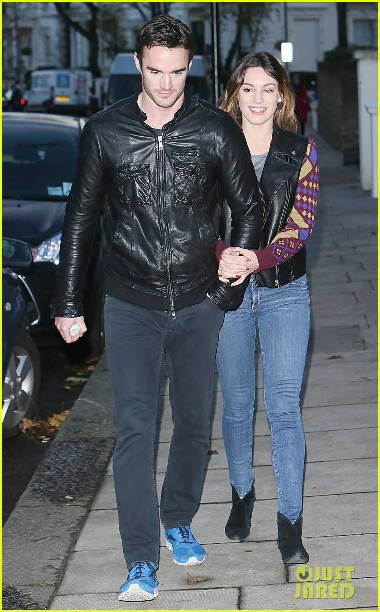 kelly brook birthday stroll with boyfriend 17