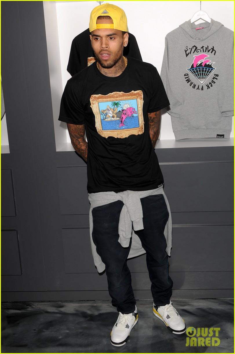 chris brown pink dolphin in store meet and greet012753489