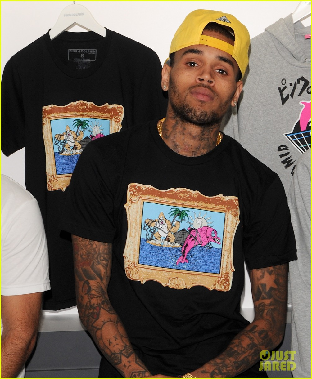 chris brown pink dolphin in store meet and greet072753495