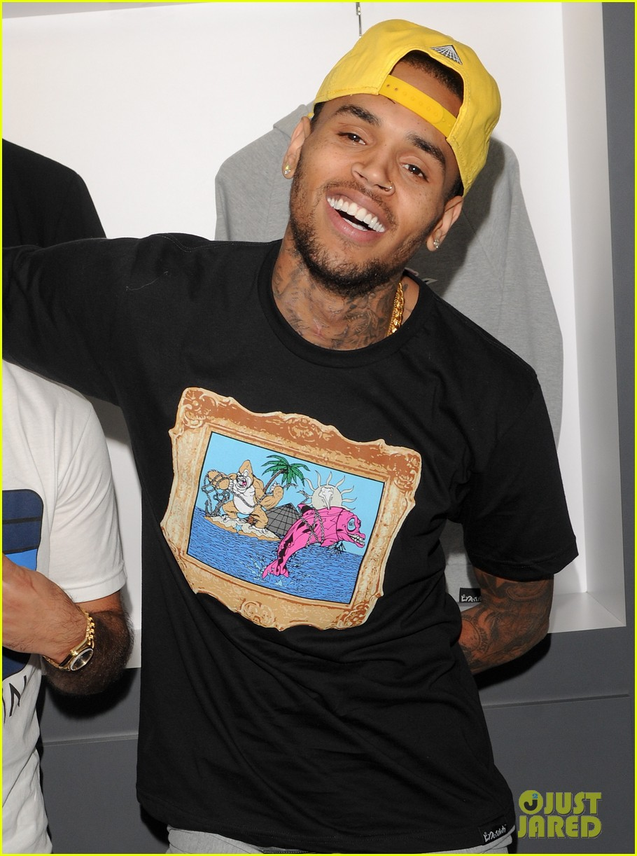 chris brown pink dolphin in store meet and greet10
