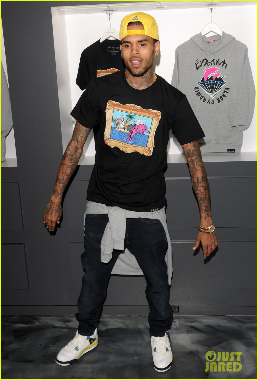 chris brown pink dolphin in store meet and greet14