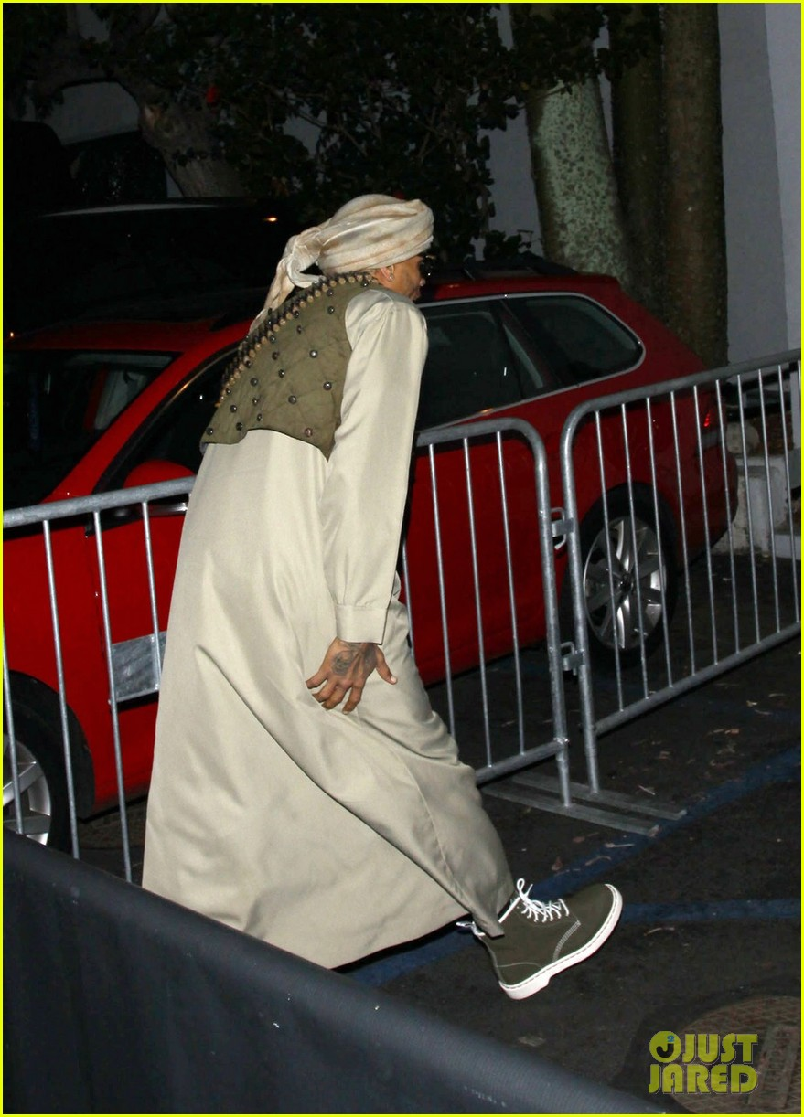 chris brown taliban robes for rihannas halloween party 05