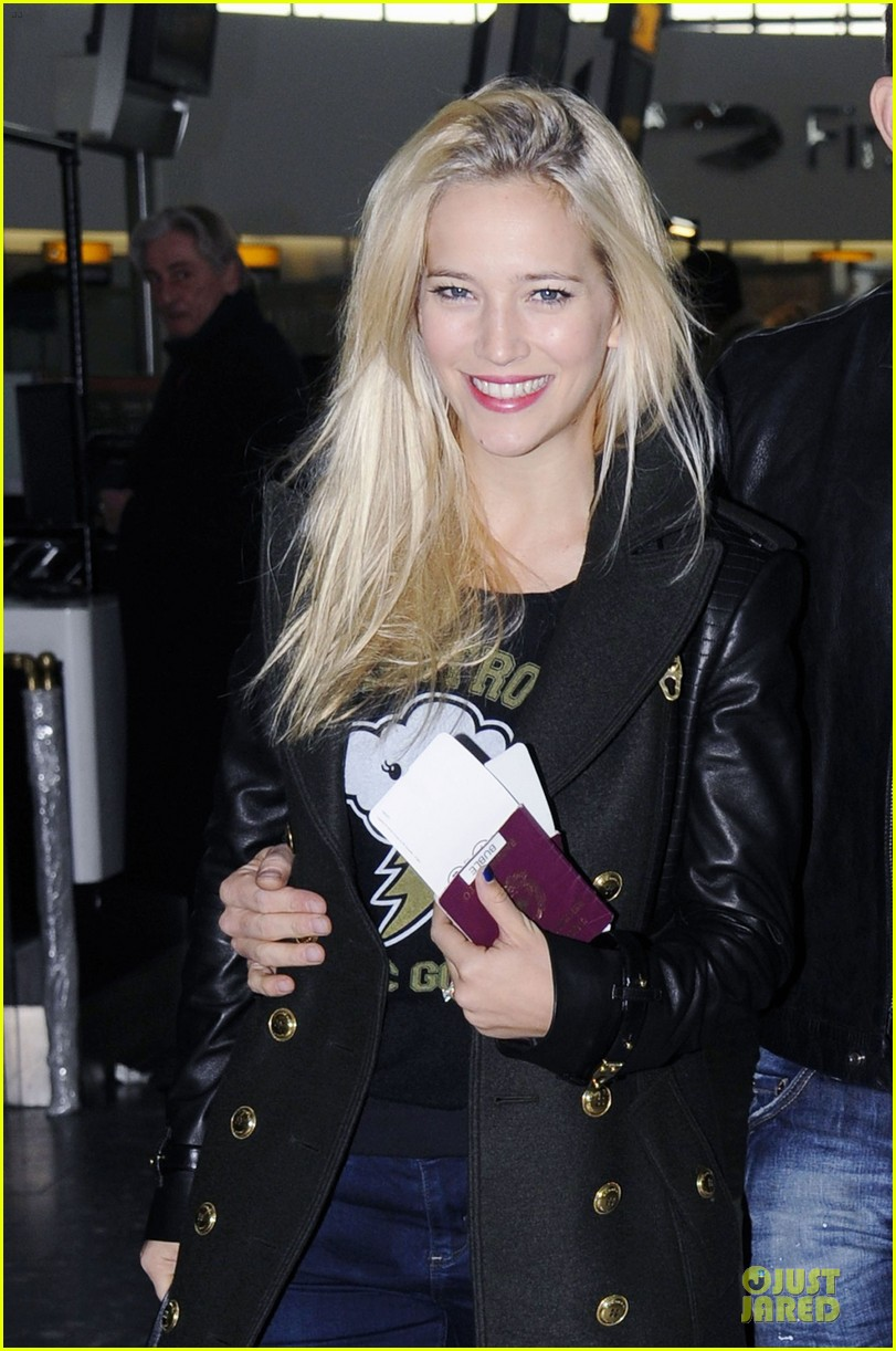 michael buble luisana lopilato london departing couple 042752393
