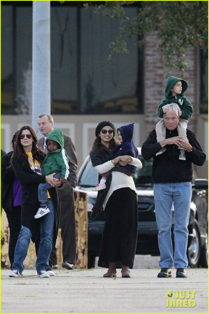 sandra bullock camila alves hang out with the kids 012757646