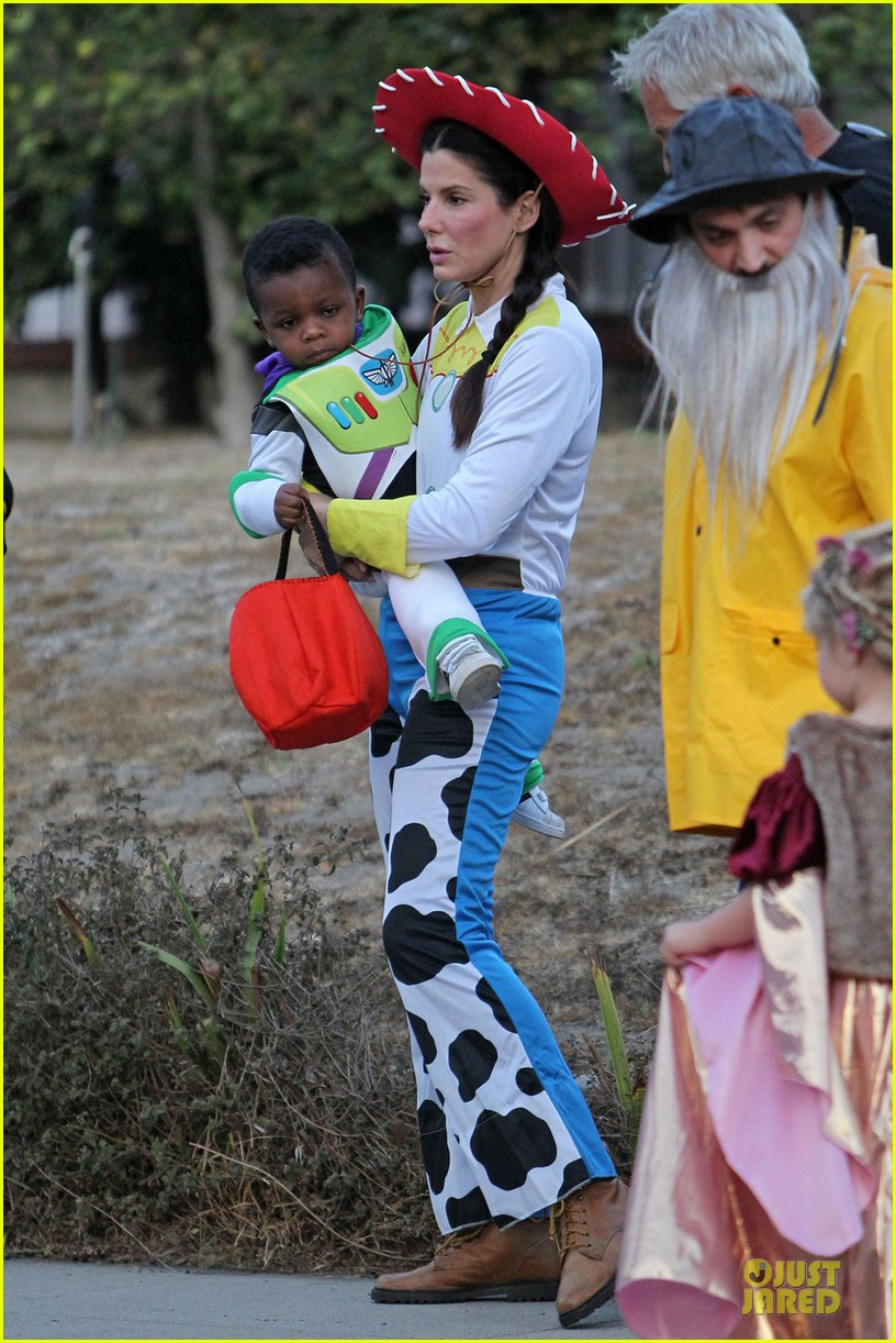 sandra bullock louis toy story halloween duo 032749128