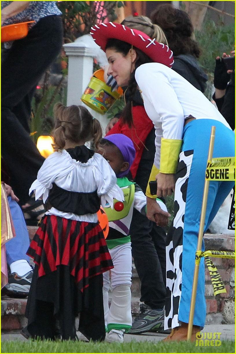 sandra bullock louis toy story halloween duo 062749131