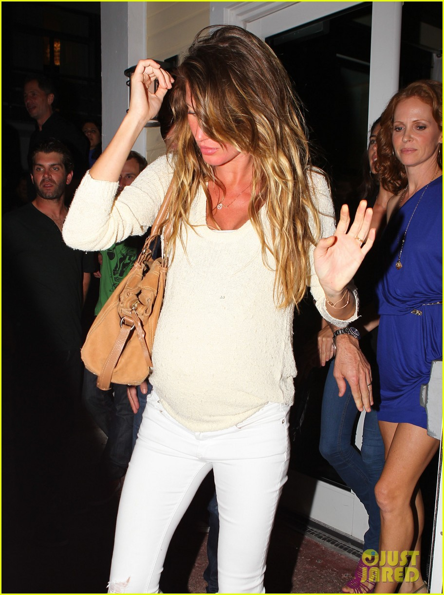 gisele bundchen baby bump in miami 142750643