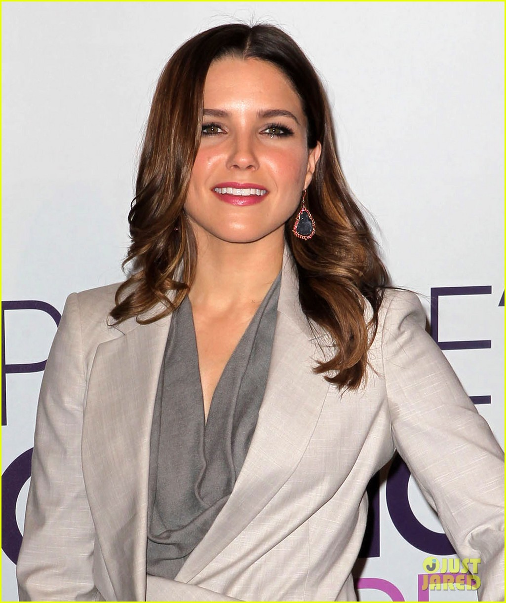 sophia bush peoples choice awards 2013 nominations announcement 052758230