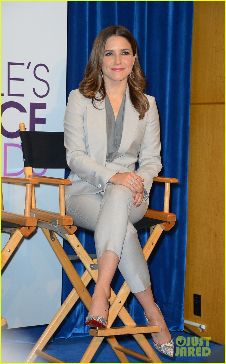 sophia bush peoples choice awards 2013 nominations announcement 092758234