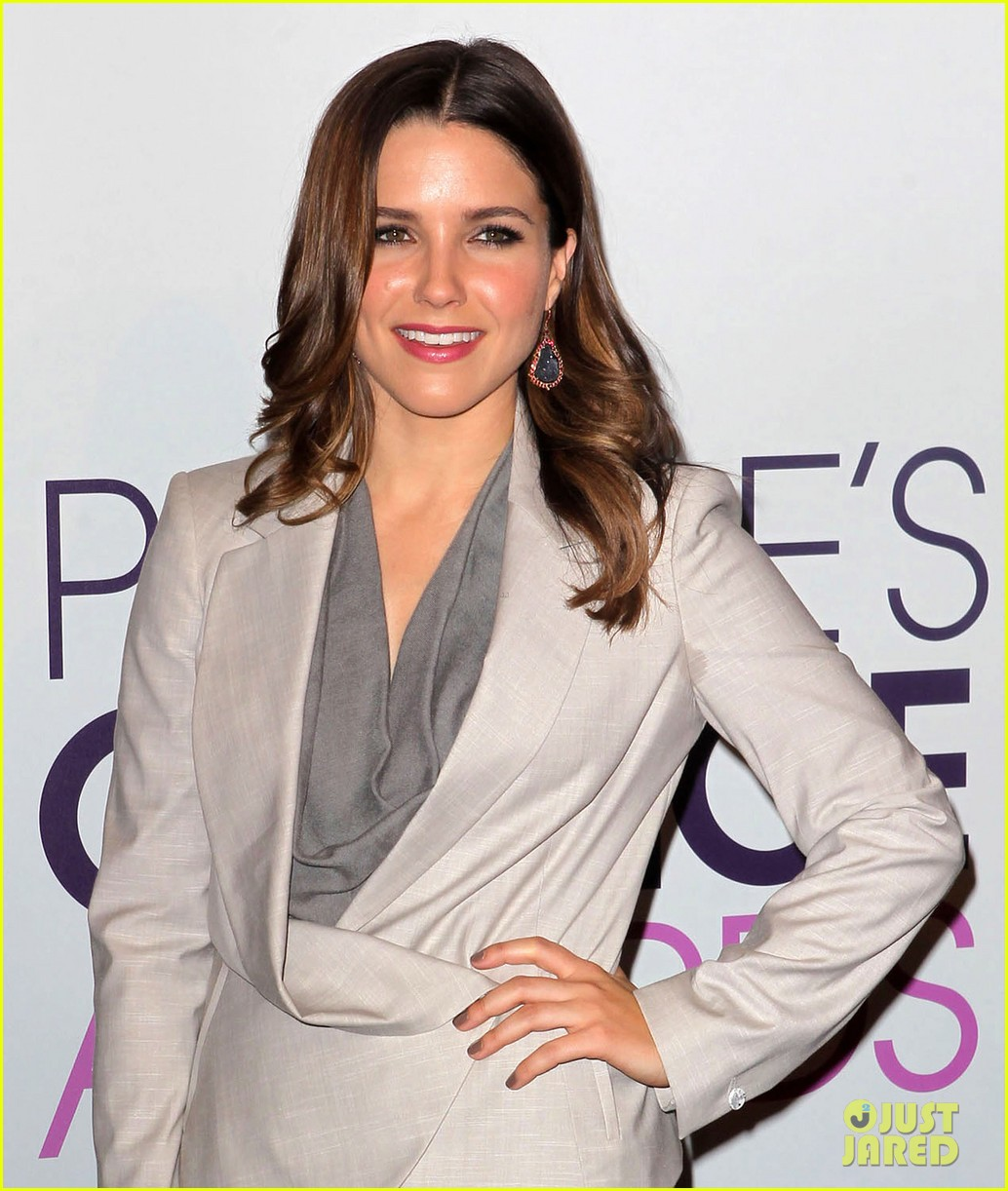 sophia bush peoples choice awards 2013 nominations announcement 112758236