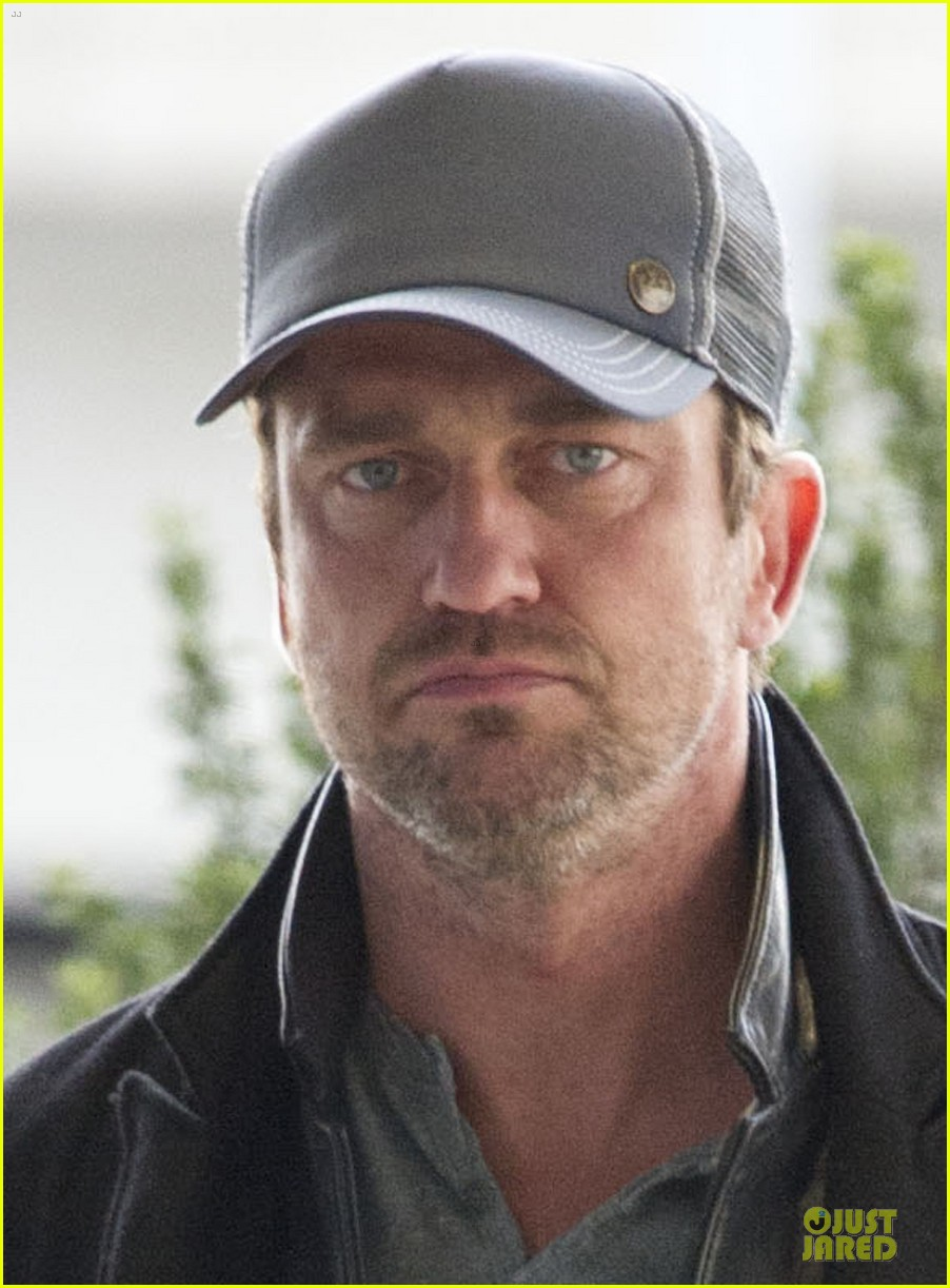 gerard butler dragons gift of the night fury voice actor 05