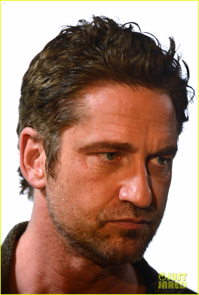 gerard butler playing for keeps childrens hospital screening 102765891
