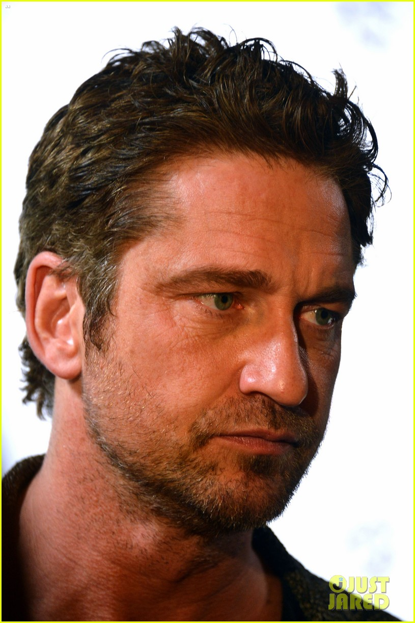 gerard butler playing for keeps childrens hospital screening 122765893