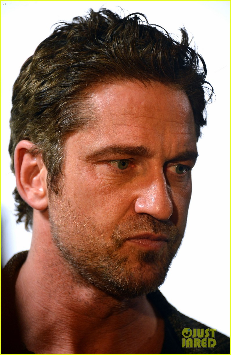 gerard butler playing for keeps childrens hospital screening 132765894
