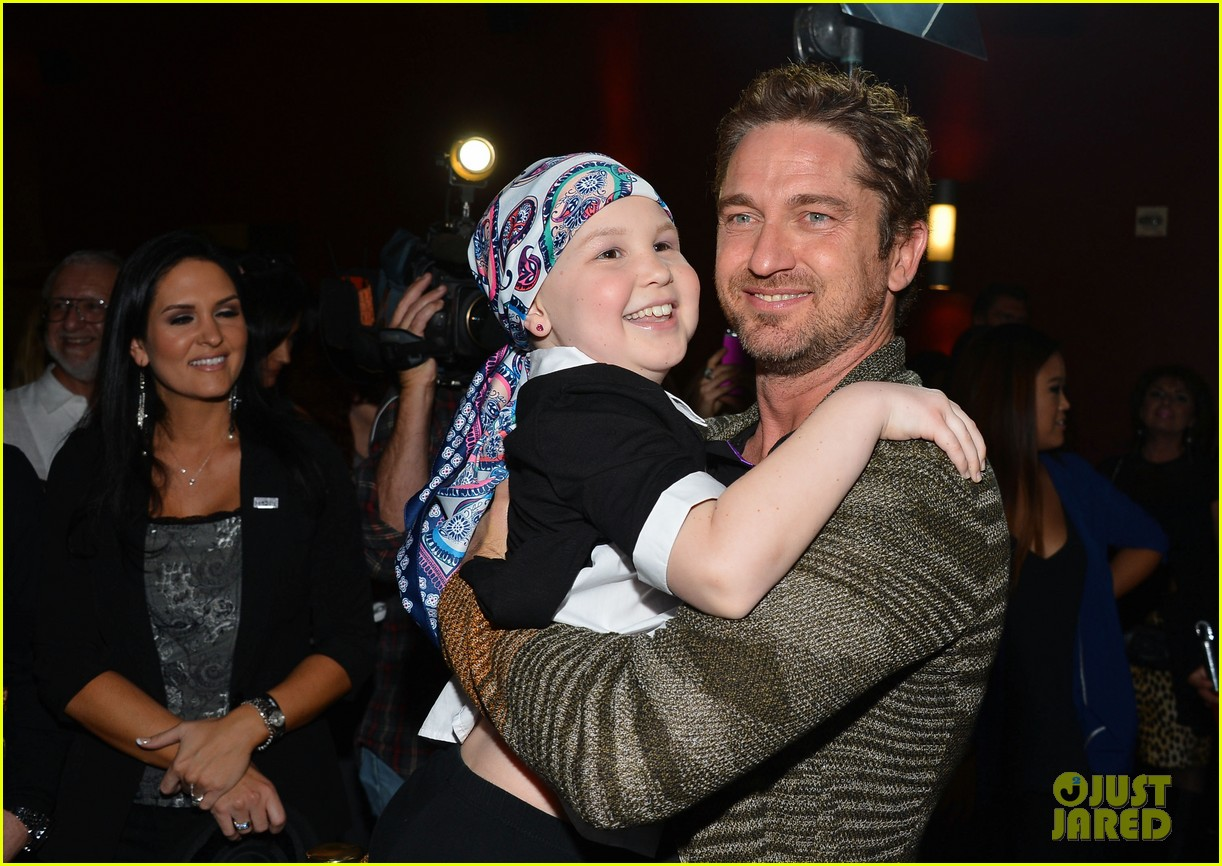 gerard butler playing for keeps childrens hospital screening 172765898