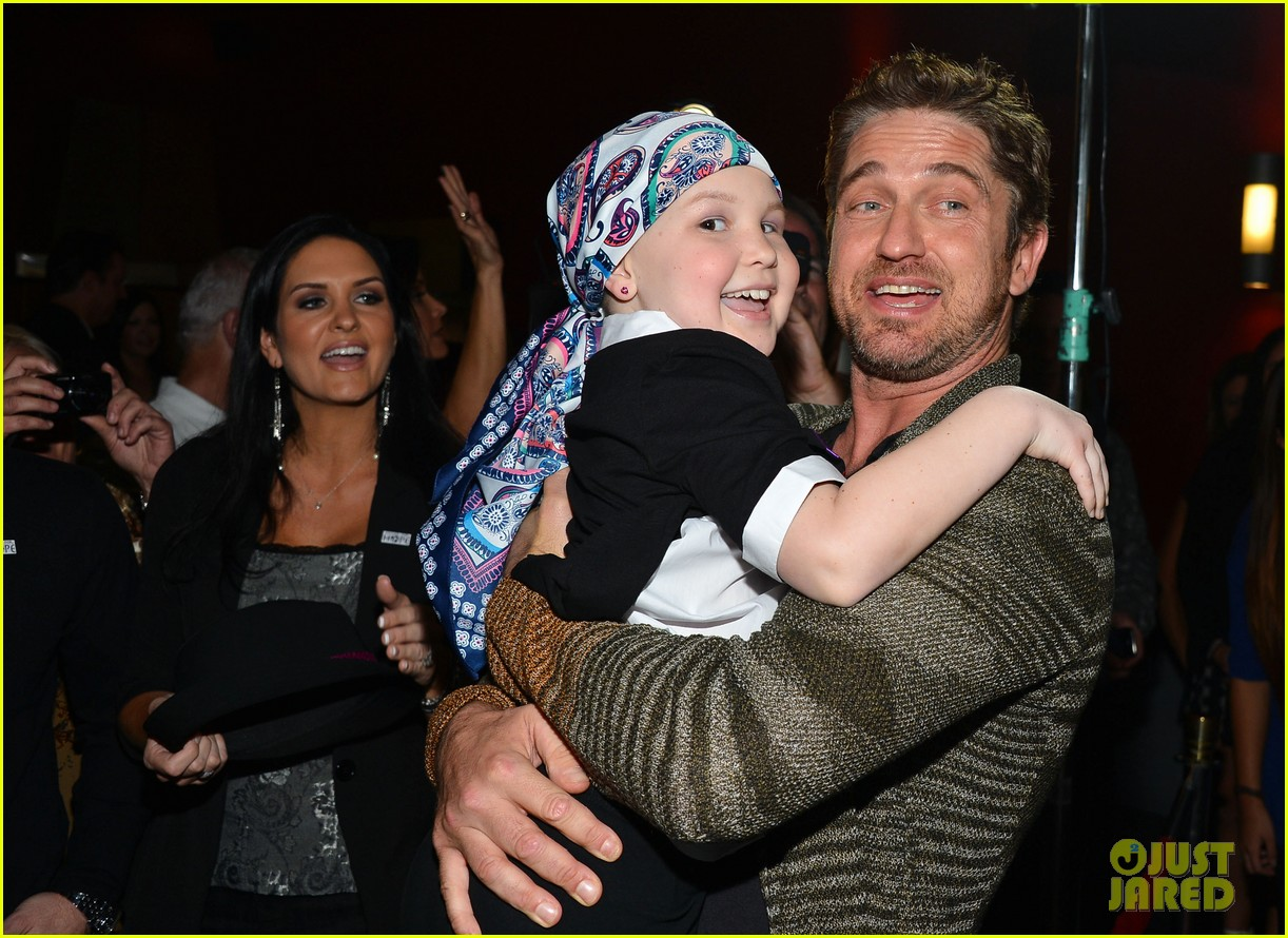 gerard butler playing for keeps childrens hospital screening 182765899
