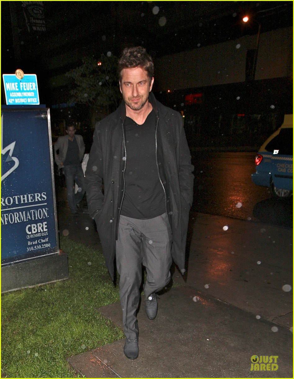 gerard butler wanted to spend his birthday in india 012760503