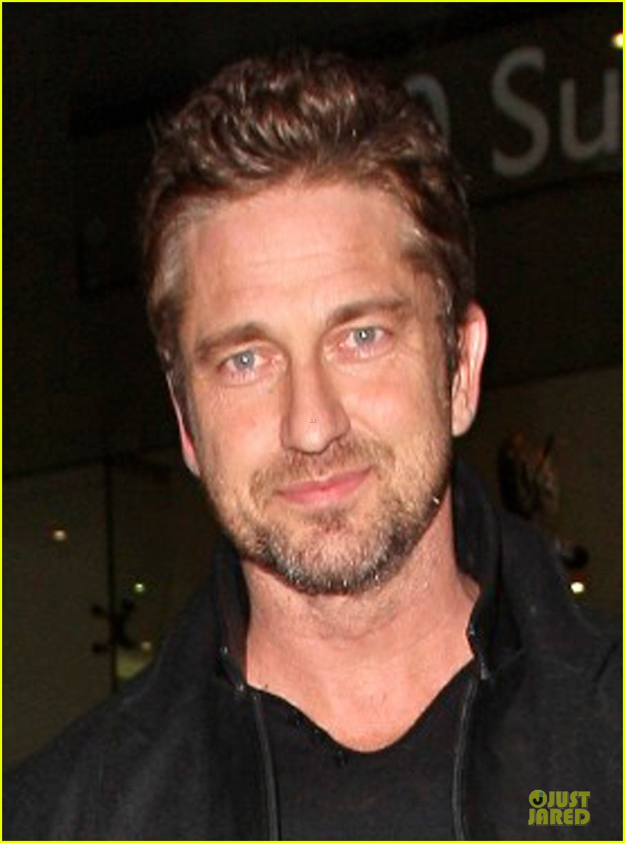 gerard butler wanted to spend his birthday in india 05