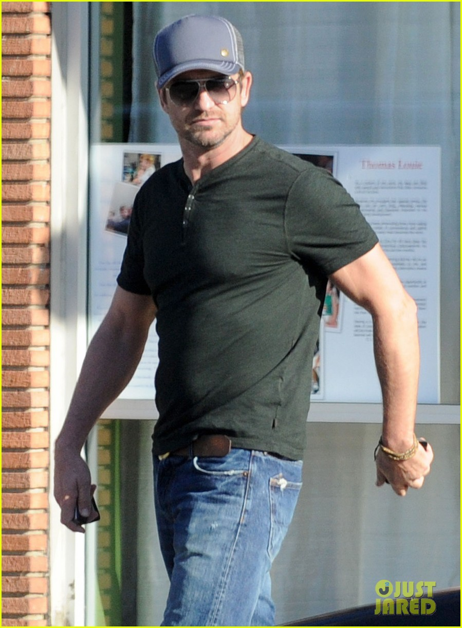 gerard butler joxer dalys afternoon outing 03