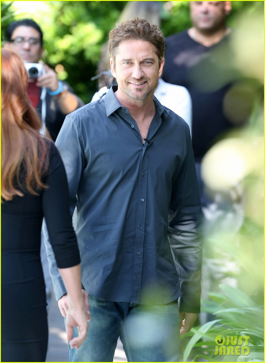 gerard butler i am waiting for priyanka chopra 022764160