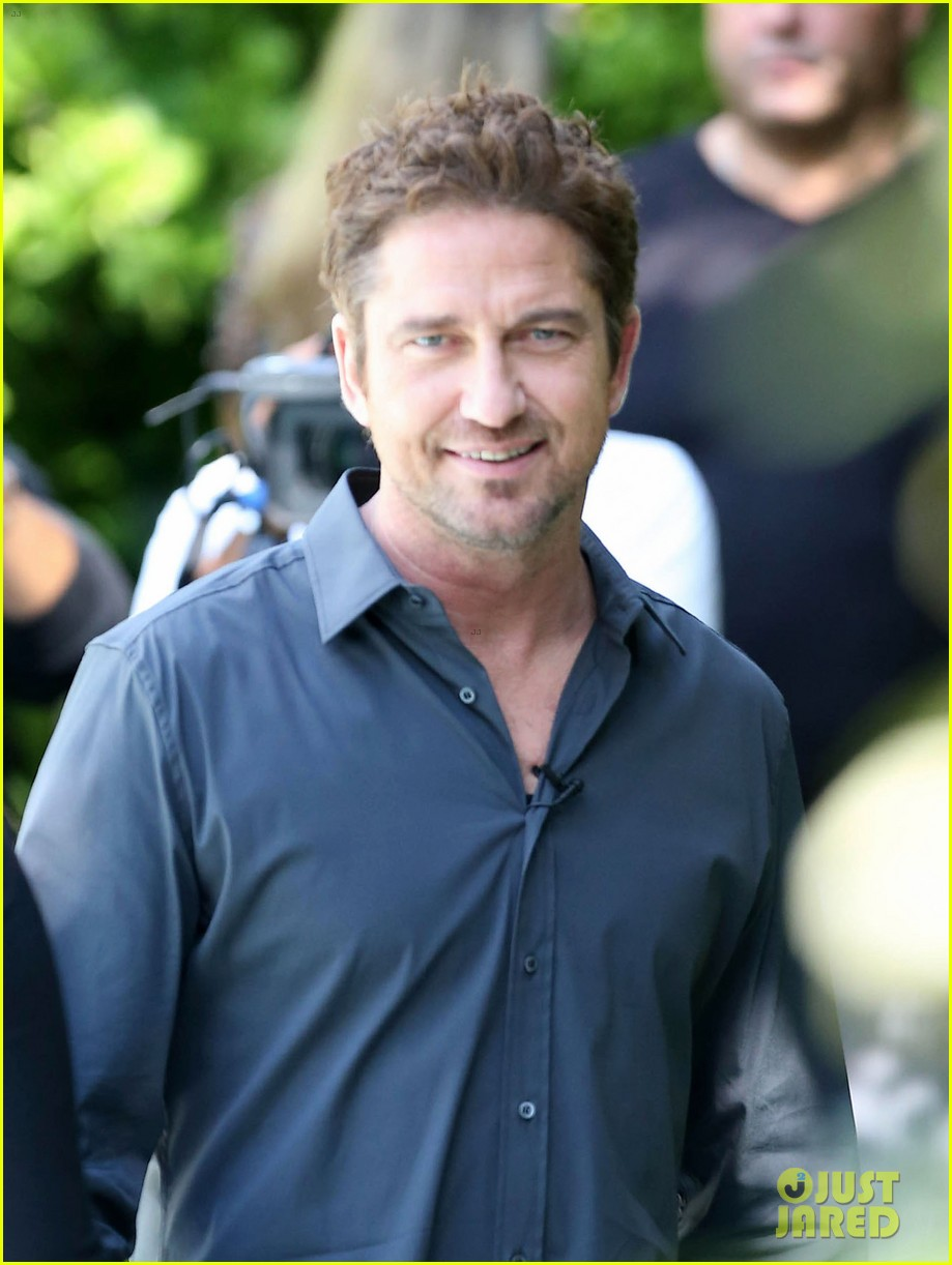 gerard butler i am waiting for priyanka chopra 042764162