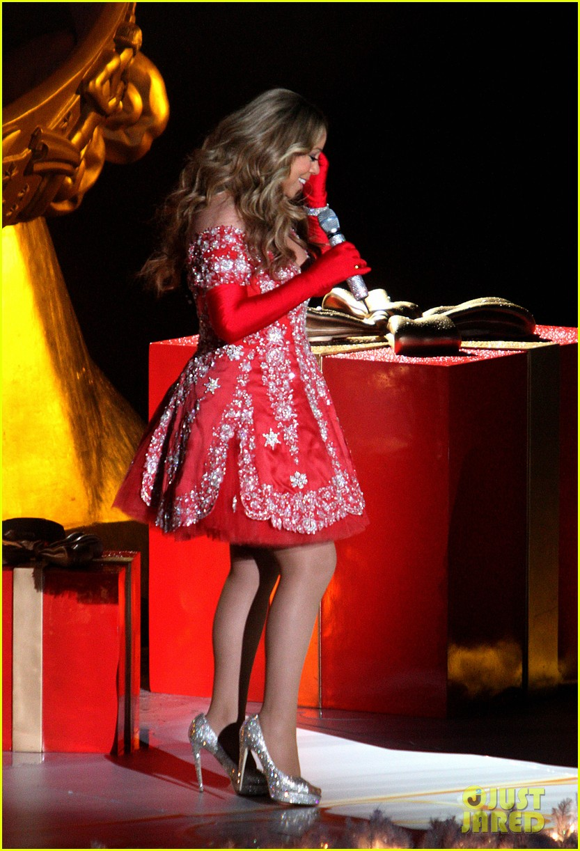 mariah carey rockefeller center tree lighting performance 122765193
