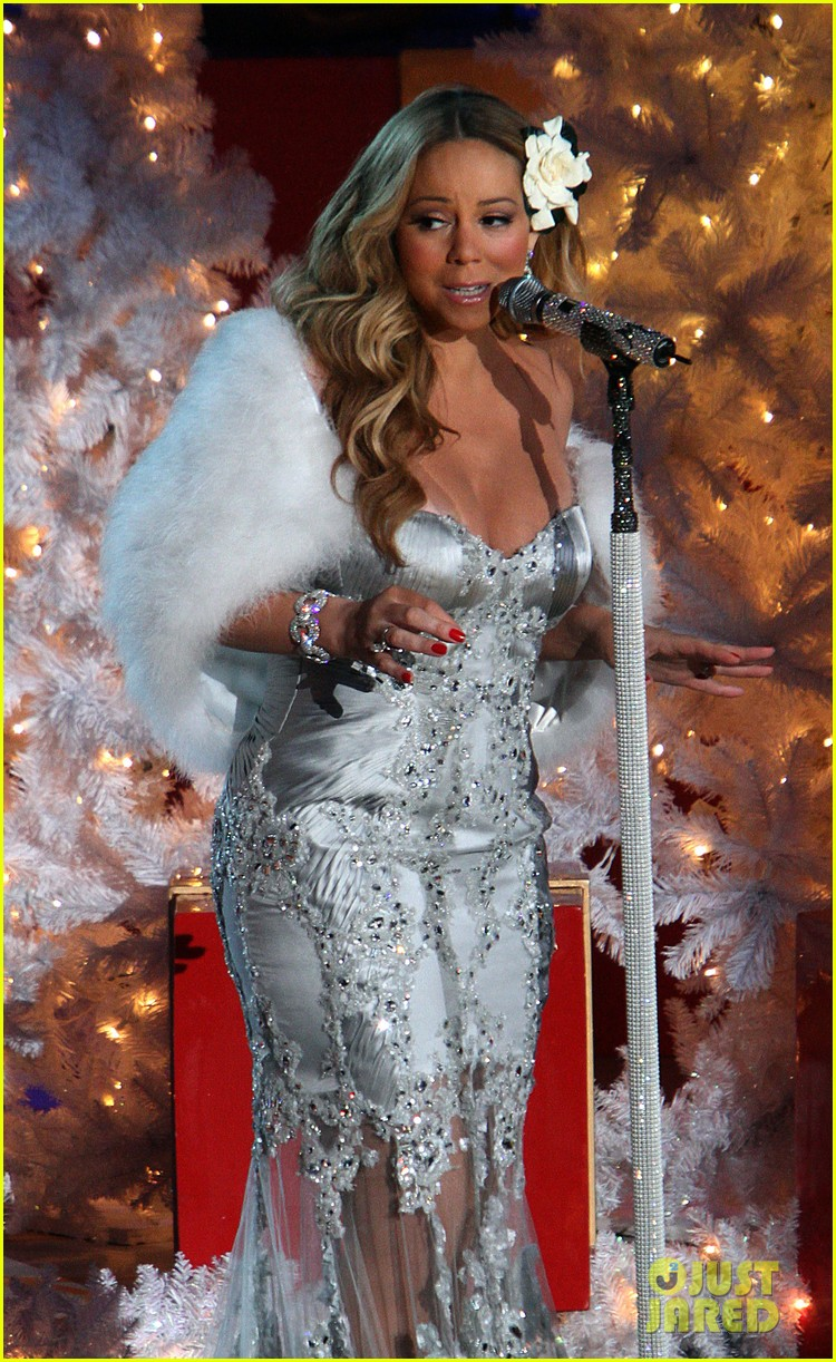 mariah carey rockefeller center tree lighting performance 26