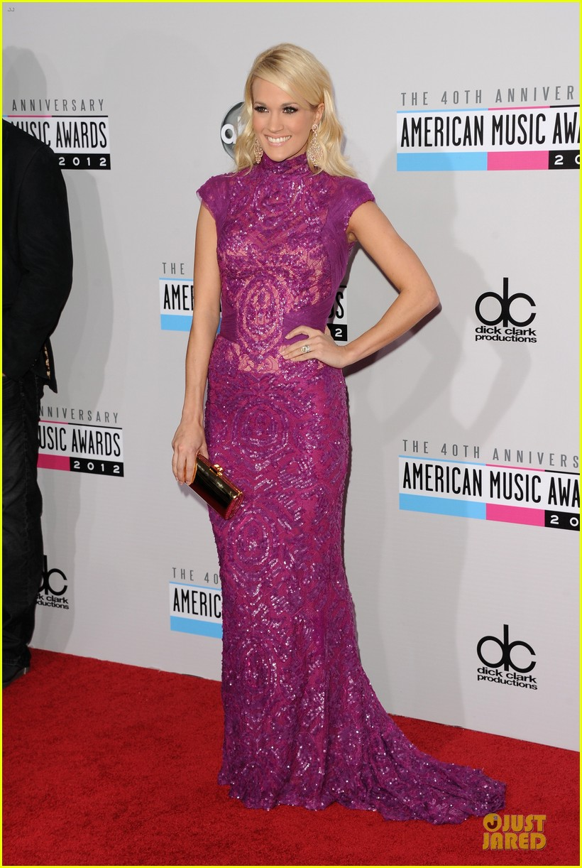 carrie underwood amas red carpet 01