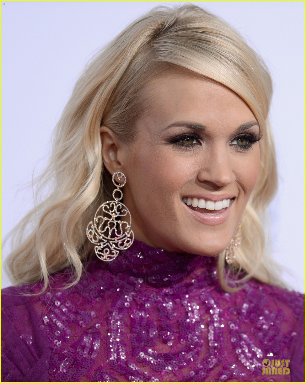 carrie underwood amas red carpet 042760333