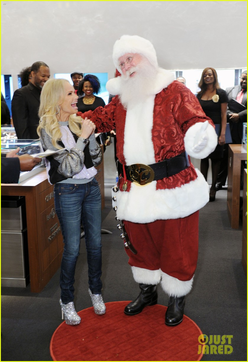 kristin chenoweth meets santa under the miseltoe 01
