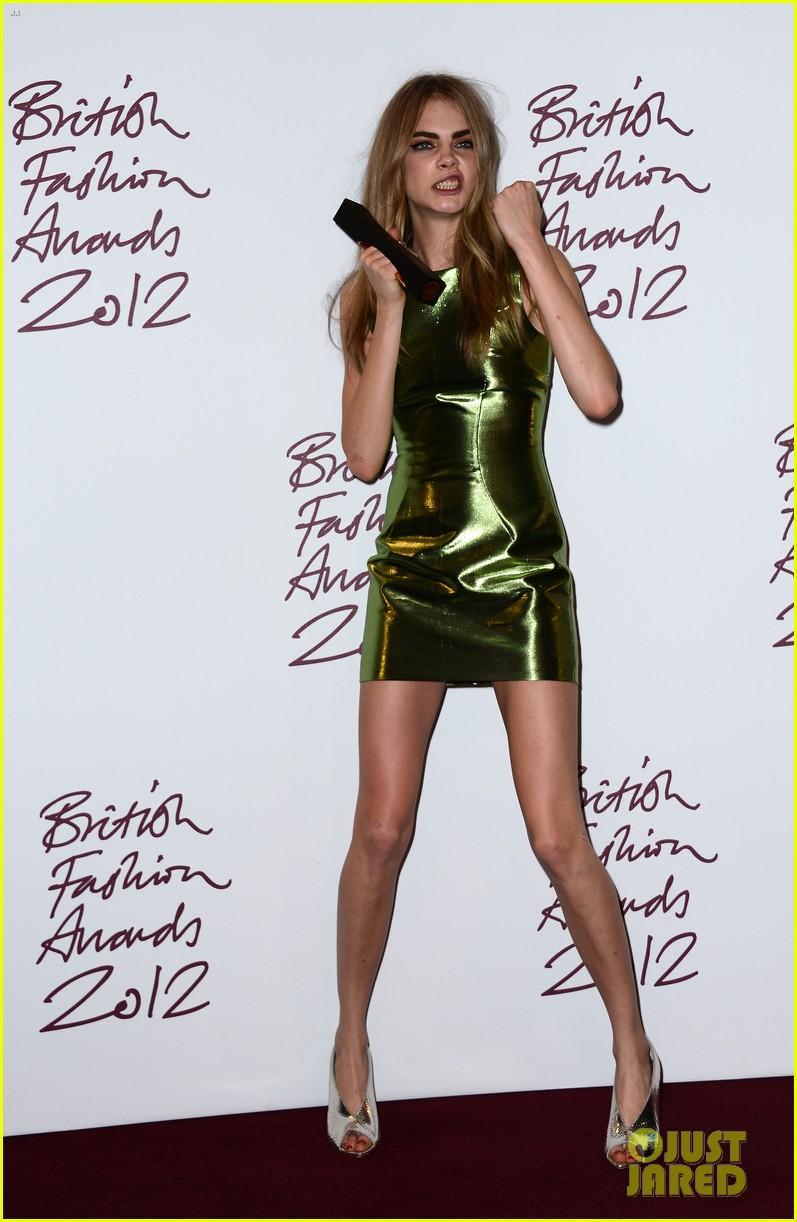 alexa chung cara delevingne british fashion awards winners 052764806