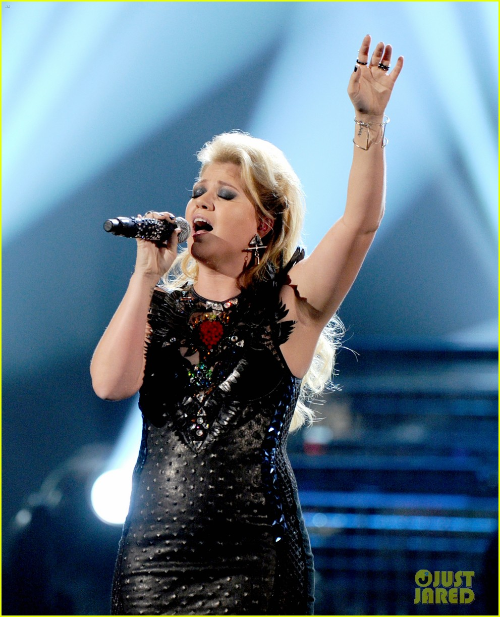 kelly clarkson greatest hits amas performance watch now 03