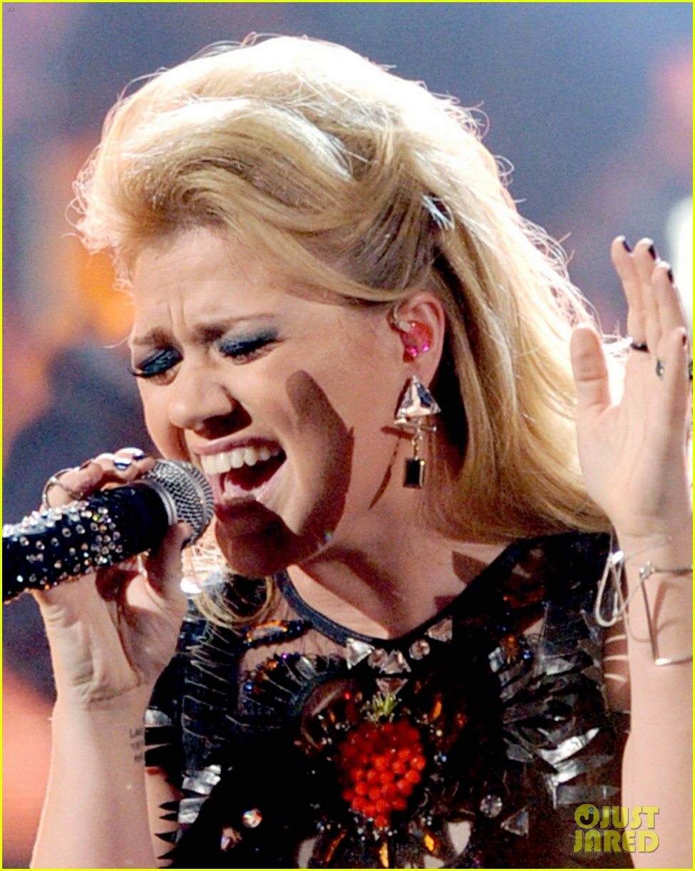 kelly clarkson greatest hits amas performance watch now 042760328