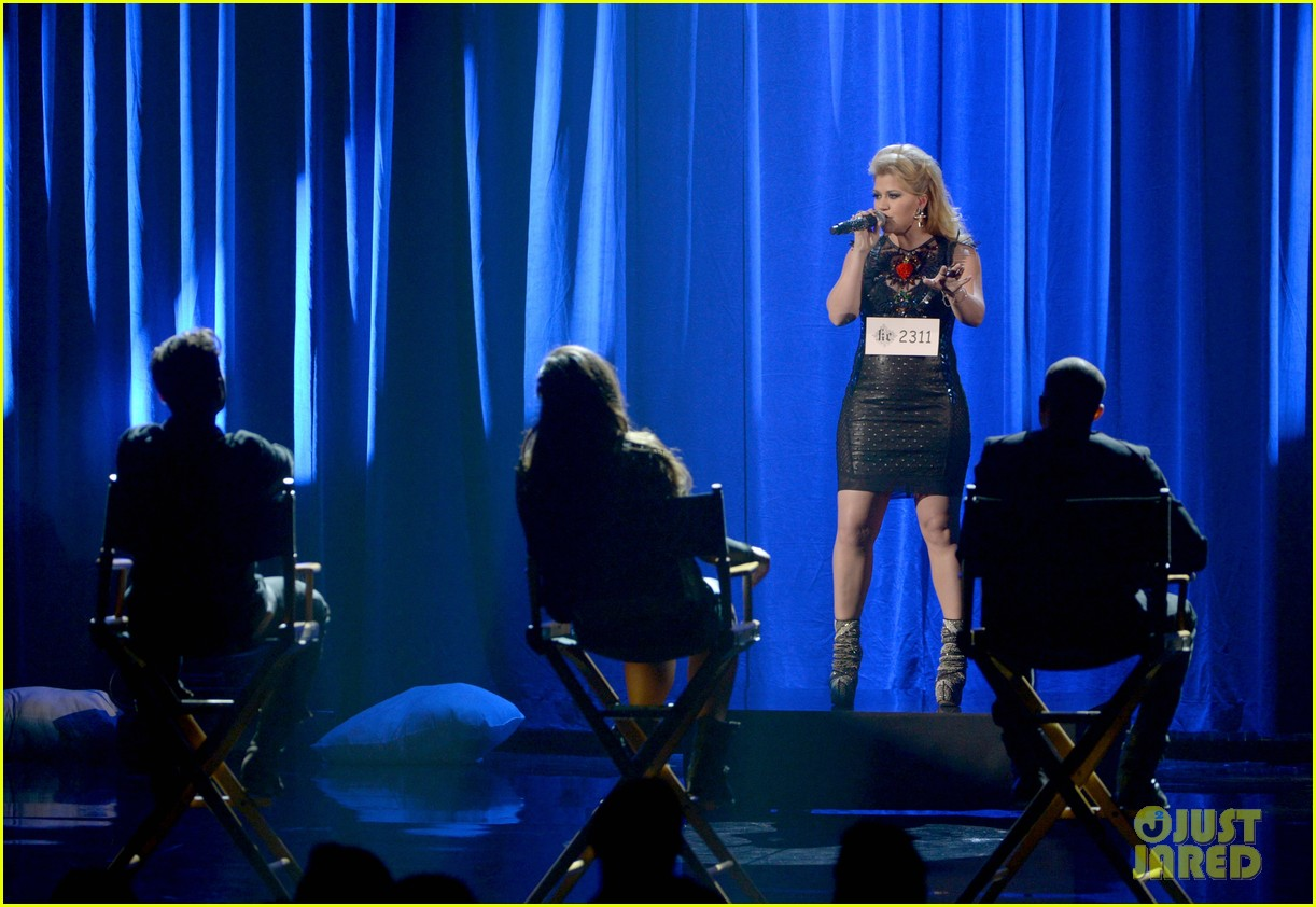 kelly clarkson greatest hits amas performance watch now 052760329