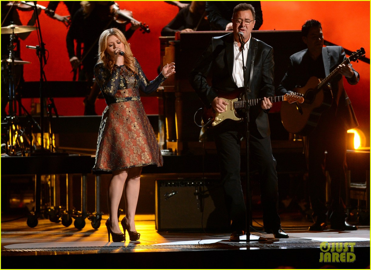 kelly clarkson live performance cmas 022749651