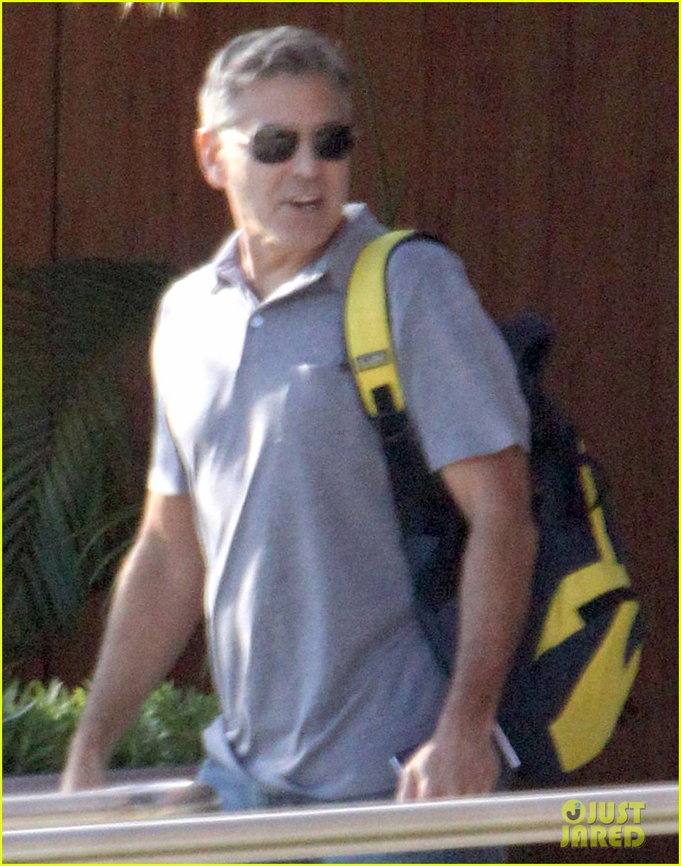 george clooney stacy keibler thanksgiving in mexico 022762364