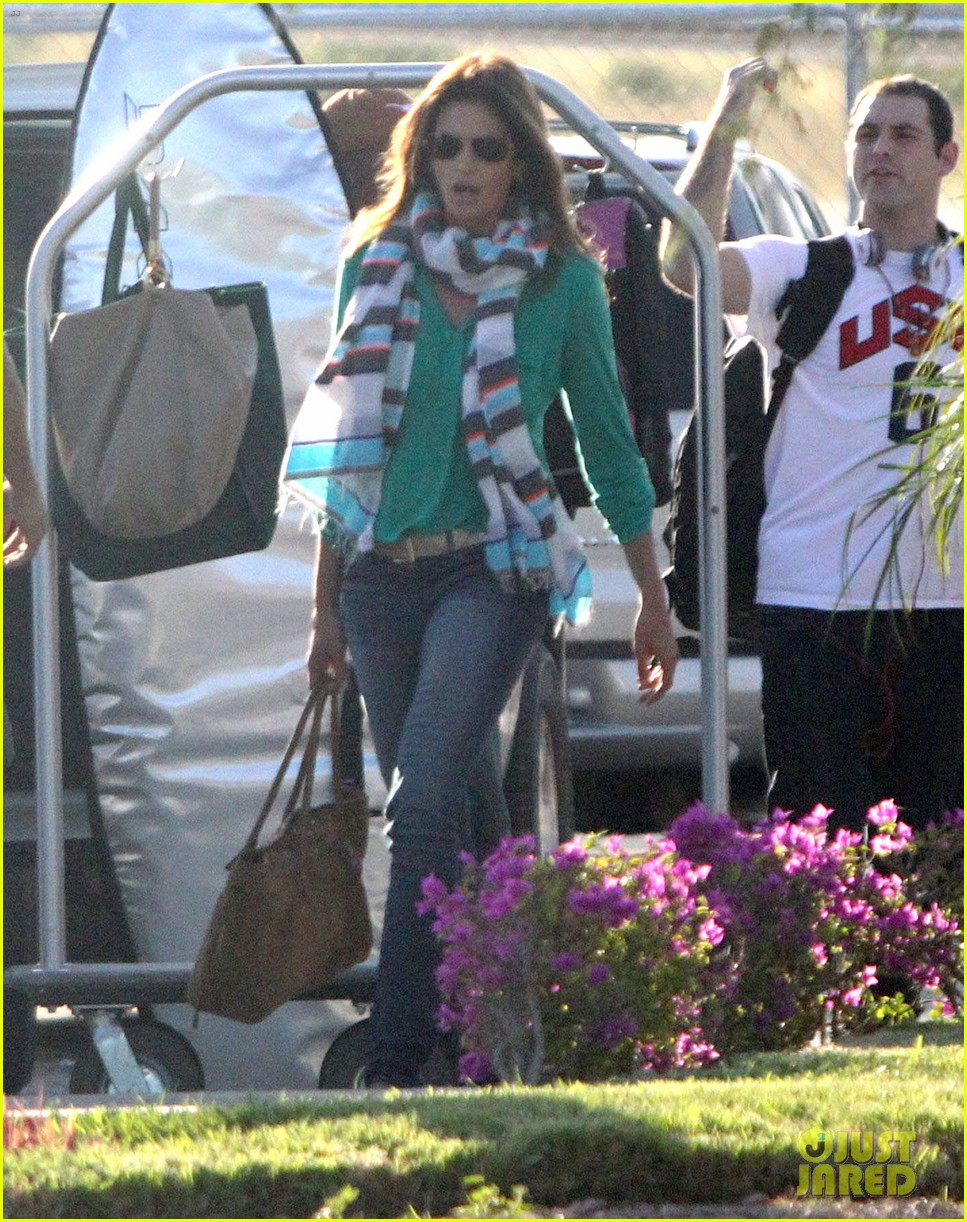 george clooney stacy keibler thanksgiving in mexico 142762376