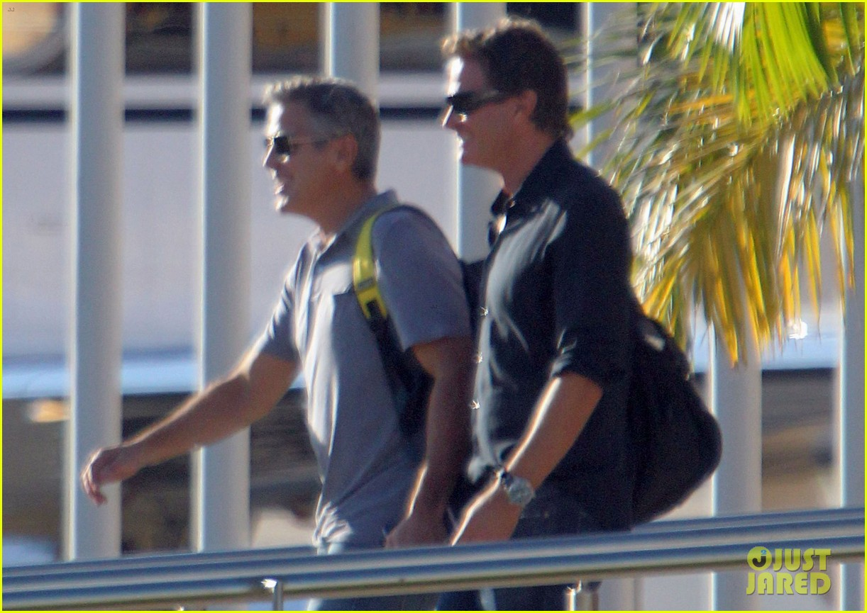 george clooney stacy keibler thanksgiving in mexico 222762384