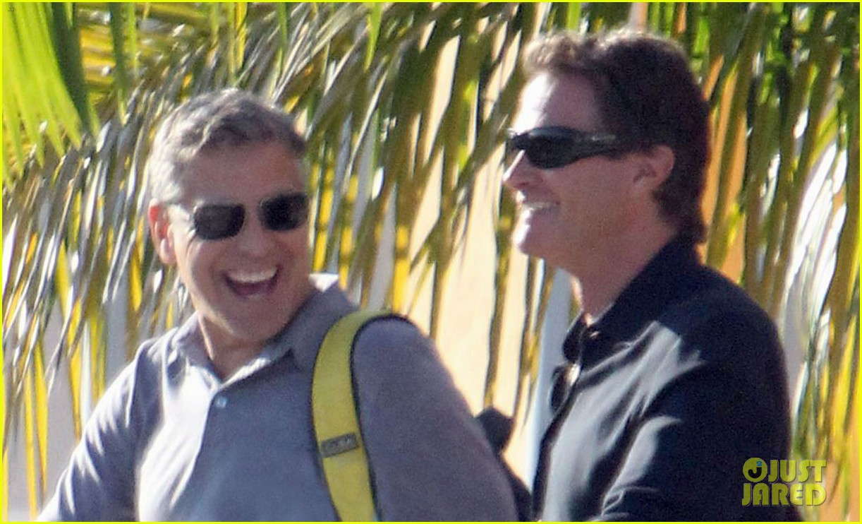 george clooney stacy keibler thanksgiving in mexico 232762385